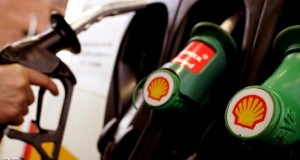A man fills his car at a Shell garage in Glasgow, in this February 3, 2005 file photo. Up to $2 trillion in petroleum and coal projects will not be needed if the world takes action to limit warming of the planet to 2 degrees Celsius, according to a report released this week ahead of a global climate summit in Paris. REUTERS/Jeff J Mitchell/Files